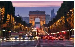 Arc de Triomphe og Champs-Élysées